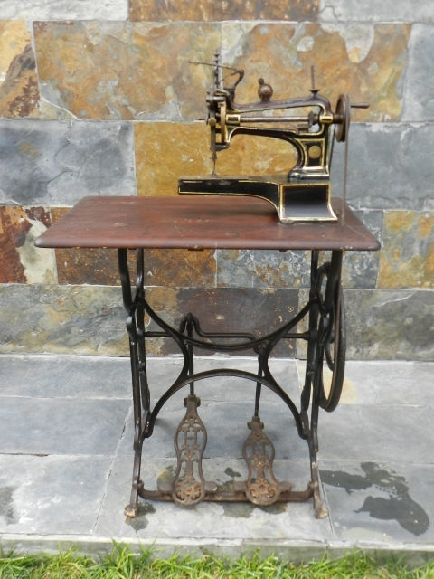 MAQUINA DE COSER HURTU AÑO 1890