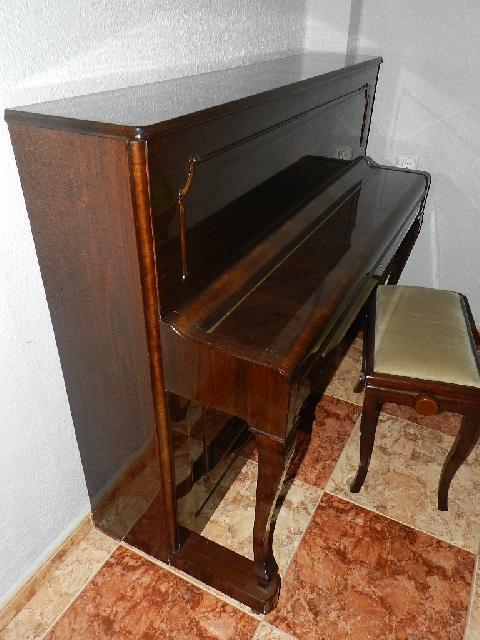 Imagen PIANO PETROF 1980 18561