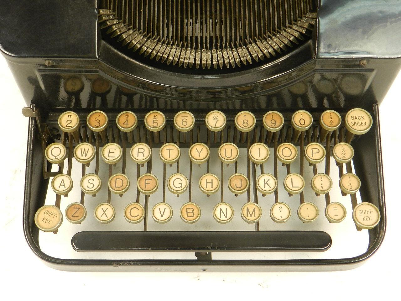 Imagen MÁQUINA DE ESCRIBIR AMC AÑO 1925 23075