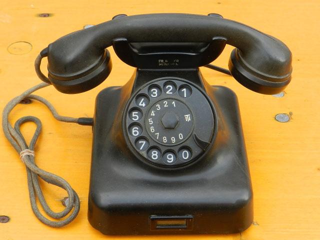 ANTIGUO TELÉFONO DE BAQUELITA AÑOS 50