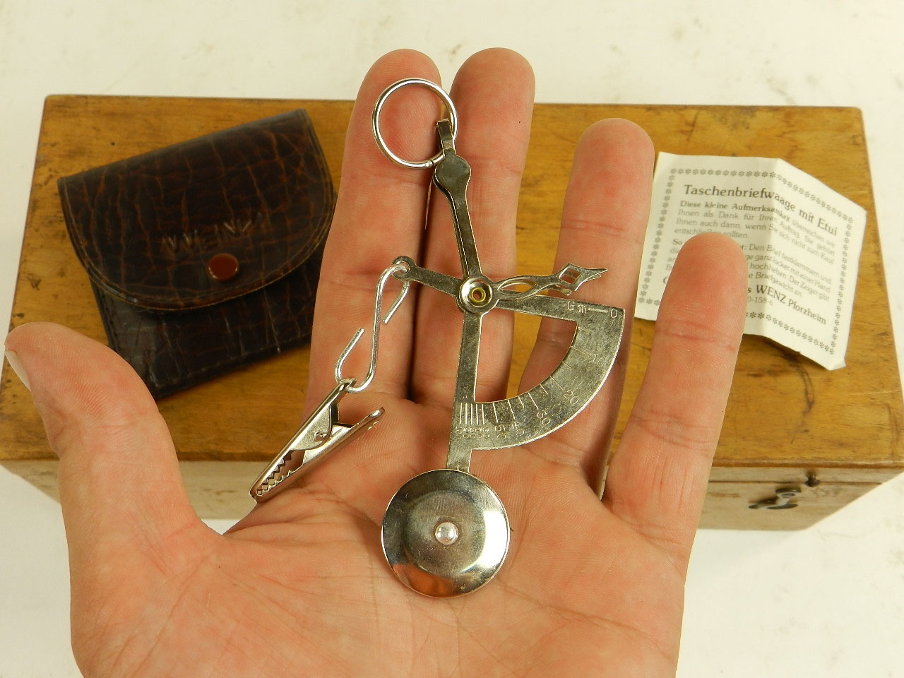 Imagen CURIOSO PESA CARTAS DE BOLSILLO 23646