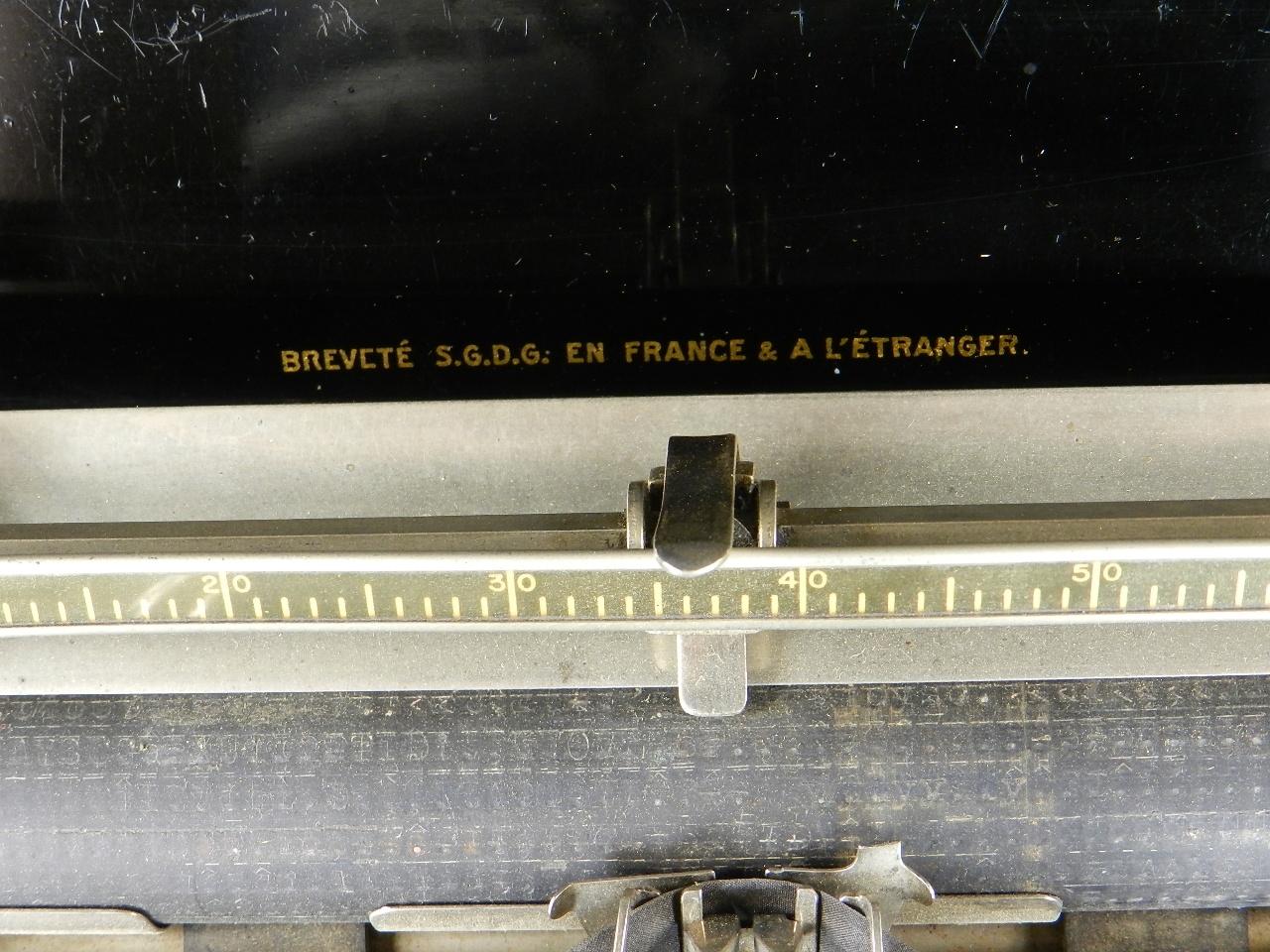 Imagen TYPO  AÑO 1915 + Caja de madera 27027