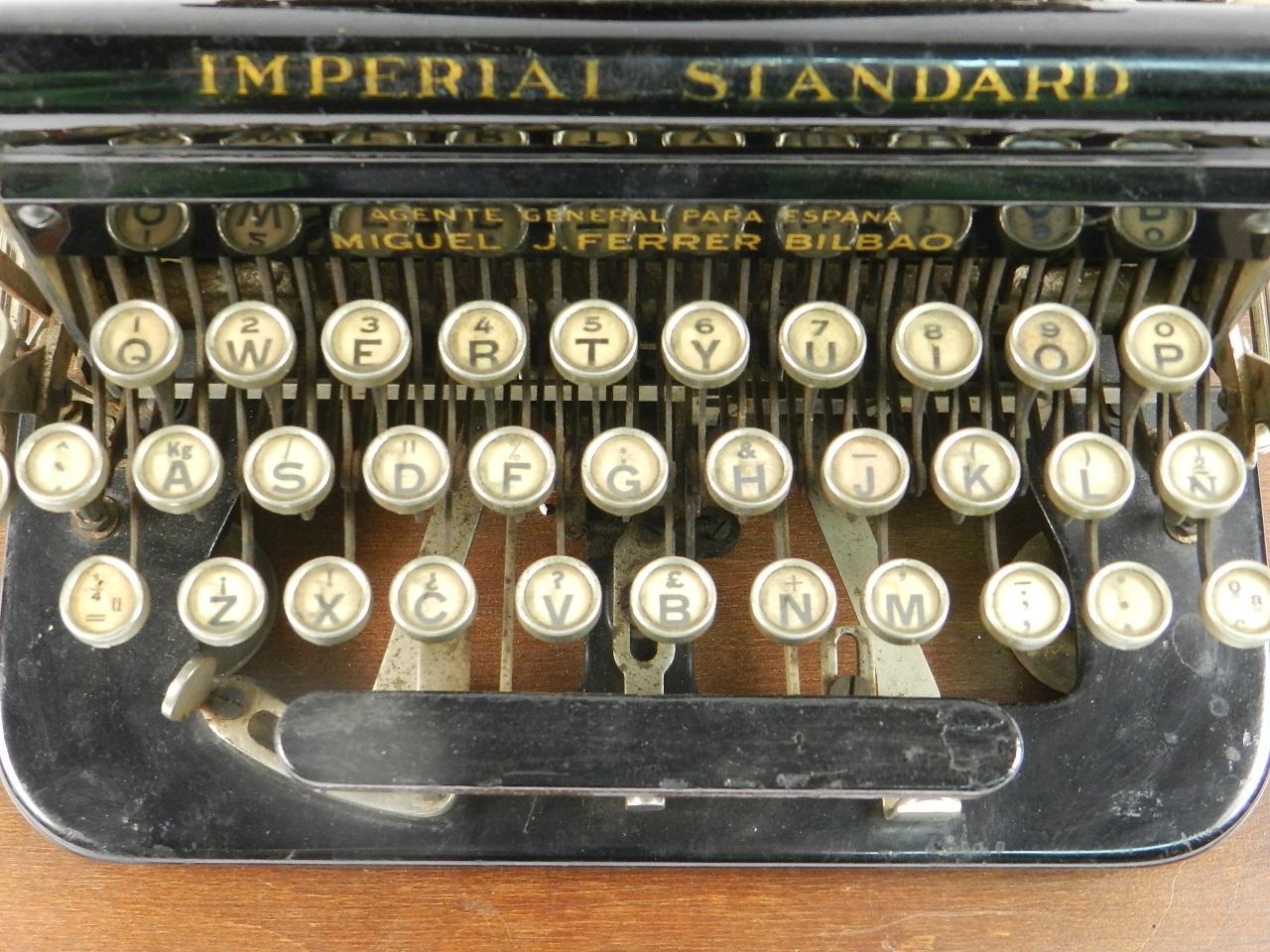 Imagen IMPERIAL D AÑO 1919 TECLADO ESPAÑOL 33175