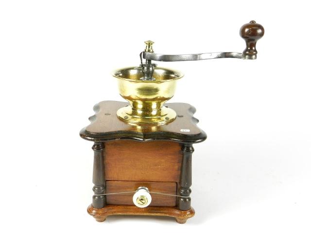 MOLINILLO DE CAFÉ AÑO 1900