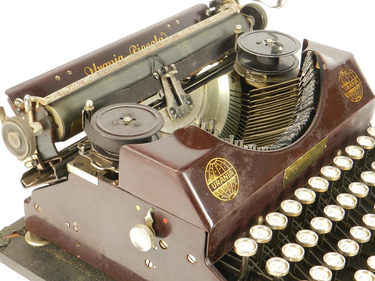 Imagen RARA URANIA PICCOLA AÑO 1926 COLOR GRANATE 34603