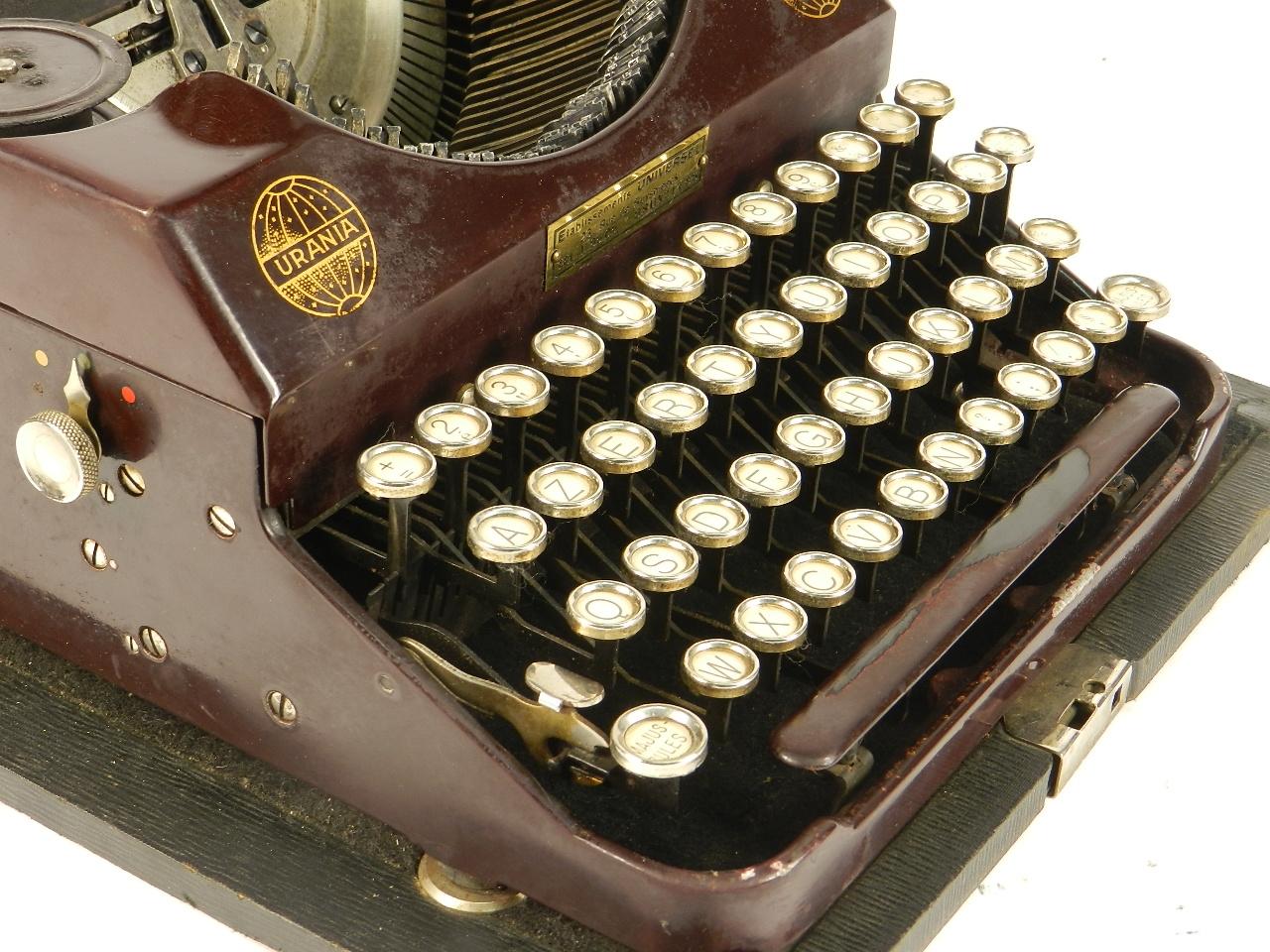 Imagen RARA URANIA PICCOLA AÑO 1926 COLOR GRANATE 34604