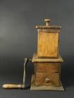 RARO MOLINILLO DE CAFE DE MADERA AÑO 1880