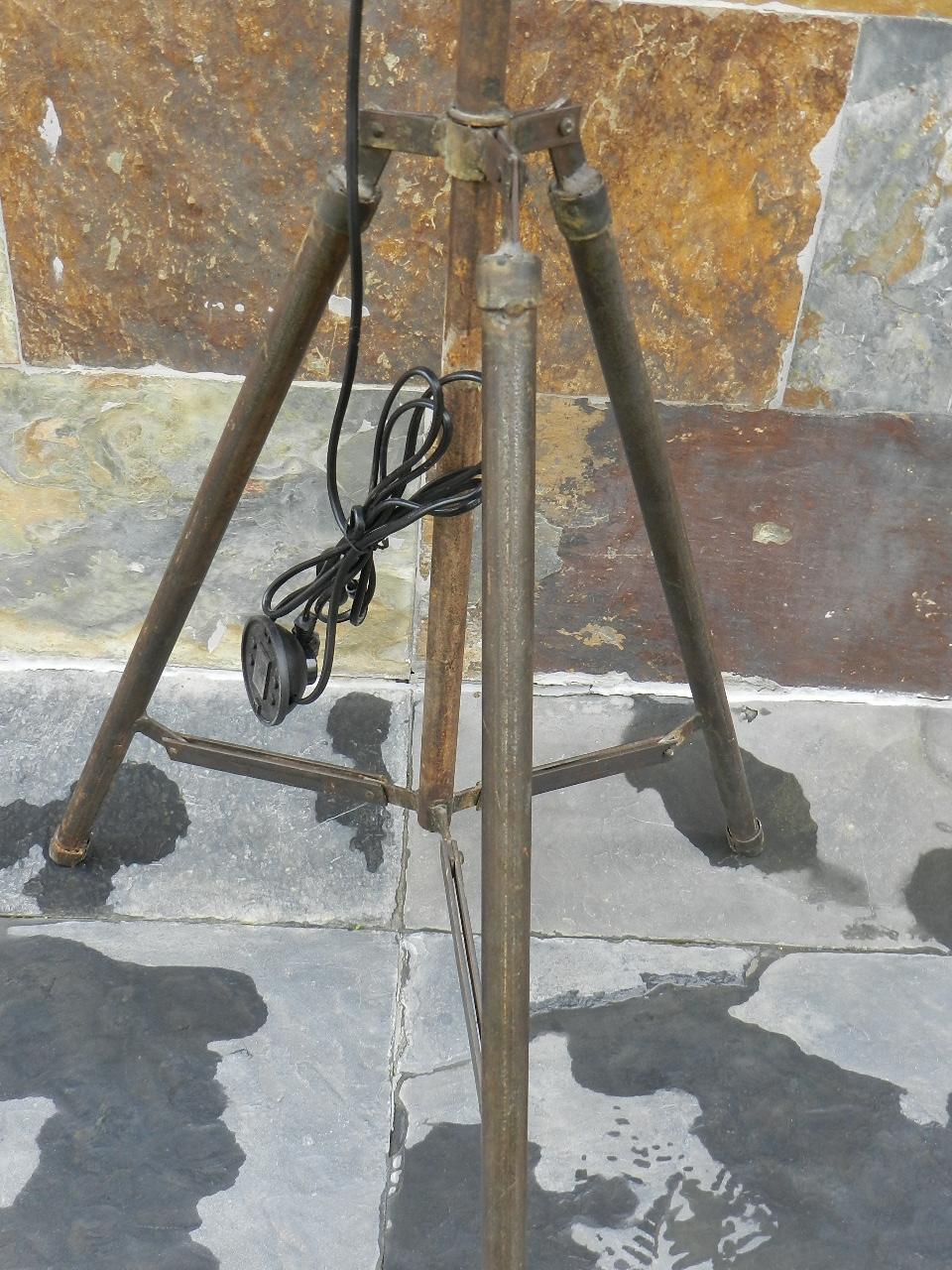 Imagen LAMPARA + TRIPODE HECHO CON BIDON DE GASOLINA 34939