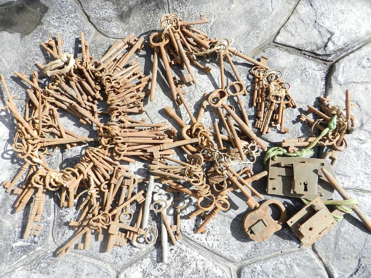 Imagen LOTE DE 200 LLAVES ANTIGUAS 35021
