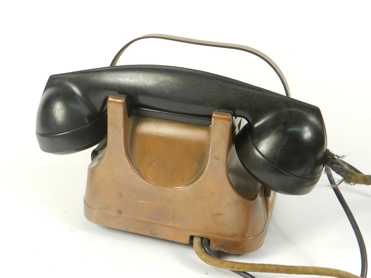 Imagen TELEFONO SOBREMESA COBRE AÑO 1940 35353